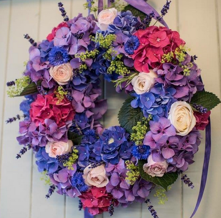 leafy couture.uk. floral wreath. mday